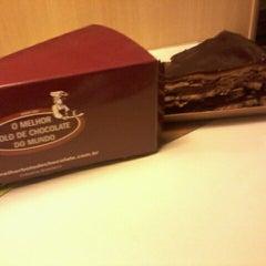 Photo taken at O Melhor Bolo de Chocolate do Mundo by Raquel D. on 8/26/2012