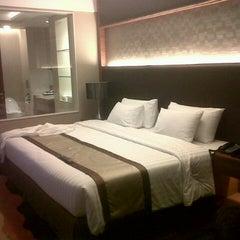 Photo taken at The Grand FourWings Convention Hotel (โรมแรมเดอะแกรนด์โฟร์วิงส์) by PowerPop U. on 8/6/2012