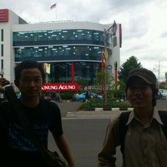 Photo taken at Toko Gunung Agung by Gievie G. on 12/31/2011