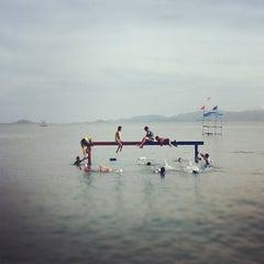 Photo taken at งานชักพระทางทะเล อ.เกาะพะงัน by  Vasit B. on 10/19/2011