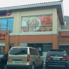 Photo taken at Chowking by Lizette A. on 11/22/2011