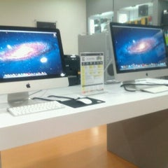 Photo taken at Boulevard IT - Apple Store by Shasha on 11/12/2011