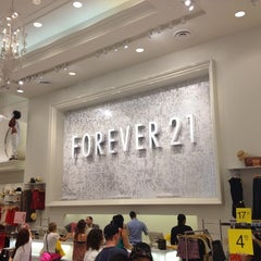 Photo taken at Forever 21 by Carlos Henrique V. on 6/3/2012