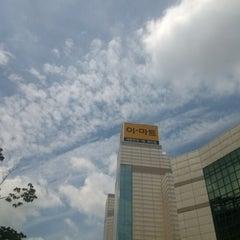 Photo taken at 이마트 (emart) by TaeYong K. on 8/13/2012