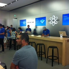 Photo taken at Apple Store, Perth City by NonoZz H. on 3/2/2012