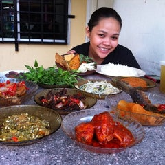 Photo taken at Nasi Padang Kampung Baru by Khoiruddin S. on 8/5/2011