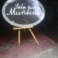 Photo taken at Sólo Para Muñecas by Axel A. on 5/31/2012