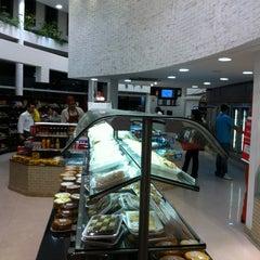 Photo taken at Além do Pão Delicatessen by Marcelo N. on 11/9/2011