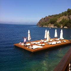 Photo taken at Hillside Beach Club by Şebnem Ç. on 4/20/2012