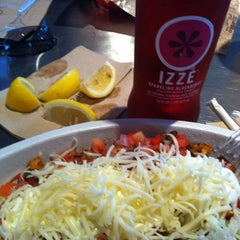 Photo taken at Chipotle Mexican Grill by Dor L. B. on 6/30/2011