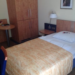 Photo taken at Mercure Hotel & Residenz Frankfurt Messe by Masaru T. on 6/14/2012