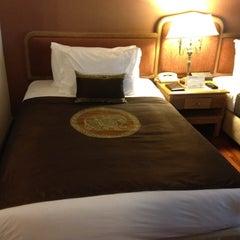 Photo taken at Grand Mercure Bangkok Fortune (โรงแรมแกรนด์เมอร์เคียว กรุงเทพ ฟอร์จูน) by New Y. on 1/25/2012