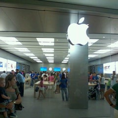 Photo taken at Apple Store, Campania by Renato on 9/10/2011