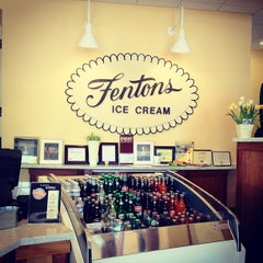 Photo taken at Fentons Creamery & Restaurant by Linda Kim D. on 9/3/2012