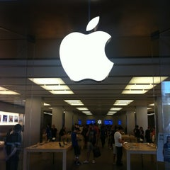 Photo taken at Apple Store, La Maquinista by 2LOVERS D. on 5/31/2012