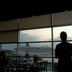 Photo taken at Chili's by Federico H. on 11/4/2011