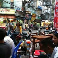 Photo taken at Bia Hơi Corner by Mucho v. on 11/21/2011