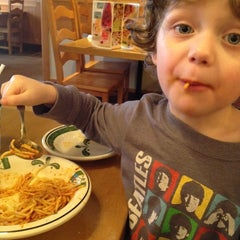 Photo taken at Olive Garden by Amy K. on 3/21/2012