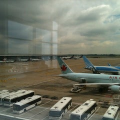 Photo taken at Departures (Vertrek) by Nic B. on 6/18/2012