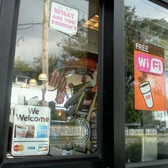 Photo taken at Dunkin Donuts by Alex T. on 8/23/2011