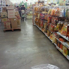 Photo taken at Carrefour by Ahn J. on 8/2/2012