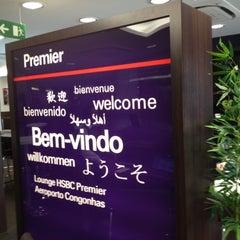 Photo taken at Lounge HSBC Premier by Ricardo A. on 6/17/2012