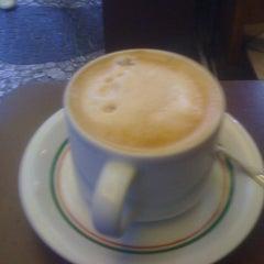 Photo taken at Italiano's Café Expresso by Rafael W. on 3/17/2012
