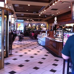 Photo taken at Corner Bakery Cafe by Ana Lee H. on 5/28/2012