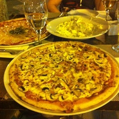 Photo taken at Pizza Jardin by Tamarita D. on 7/30/2012