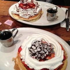 Photo taken at Pinecrest Diner by Naz Ö. on 6/13/2012