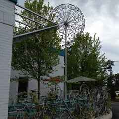 Photo taken at Mellow Mushroom by Boomer O. on 5/4/2012
