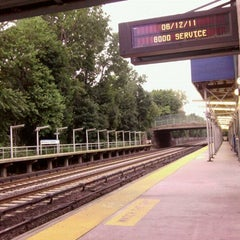 Photo taken at Metro North - Botanical Garden Train Station by 0zzzy on 6/12/2011