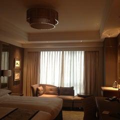 Photo taken at 北京嘉里大酒店 Kerry Hotel by Tal Y. on 7/28/2012