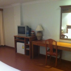 Photo taken at Hatyai Paradise & Resort Hotel (โรงแรมหาดใหญ่พาราไดร์แอนรีสอร์ท) by Basmati K. on 12/23/2011