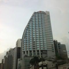 Photo taken at Pullman Bangkok Grande Sukhumvit (โรงแรมพูลแมน กรุงเทพฯ แกรนด์ สุขุมวิท) by Lisarr P. on 4/5/2012