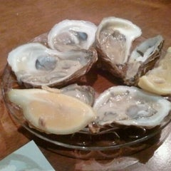 Photo taken at Union Oyster House by Jaisang J. on 11/26/2011