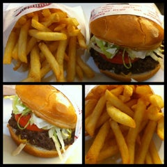 Photo taken at Fat Burger by Fawaz A. on 7/6/2011