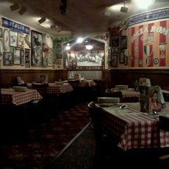 Photo taken at Buca di Beppo Italian Restaurant by Nick T. on 8/18/2011