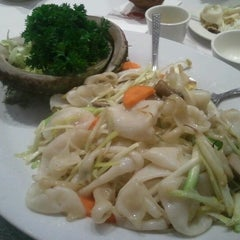 Photo taken at Golden Century Seafood Restaurant by Steven A. on 8/19/2012