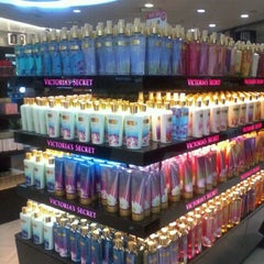 Photo taken at Duty Free Shop by Maquiavelivi ❤. on 3/14/2012