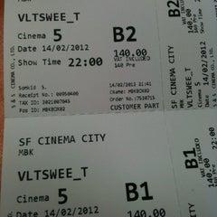 Photo taken at SF Cinema City (เอส เอฟ ซีเนม่า ซิตี้) by Woody S. on 2/14/2012