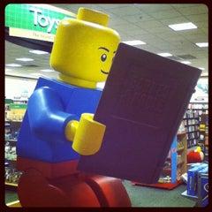 Photo taken at Barnes & Noble by Steven S. on 10/23/2011
