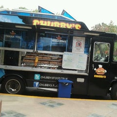 Photo taken at Chubby's Food Truck by Rudy F. on 11/11/2011