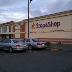 Photo taken at Super Stop & Shop by 🚇ⓂRailkingⓂ🚇 on 9/22/2011