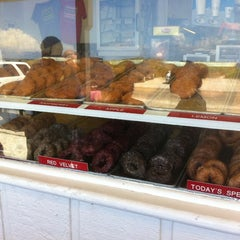 Photo taken at Thomas Donut & Snack Shop by PCBDaily on 7/23/2011