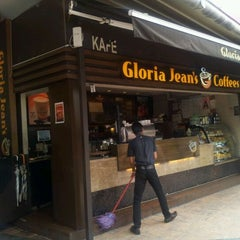 Photo taken at Gloria Jeans Coffees by G-JoE A. on 9/26/2011