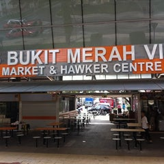 Photo taken at Bukit Merah View Market & Food Centre by Wynnie T. on 3/3/2012