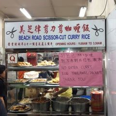 Photo taken at Beach Road Scissor-Cut Curry Rice 美芝律剪刀咖哩飯 by Dominic L. on 8/5/2012