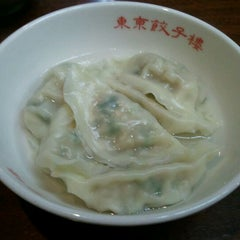 Photo taken at 東京餃子楼 三軒茶屋本店 by 大串 梨. on 5/4/2012
