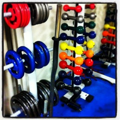 Photo taken at Toca do Urso - FitnessGymnasium by Alvaro R. on 5/13/2012